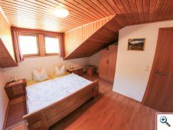 gemuetliches-schlafzimmer-unter-dem.dach-haus-lercher